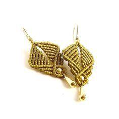 Macrame Earrings - Dainty Knotted Earrings in Golden Olive Macrame Rings, Macrame Bag, Macrame Necklace, Macrame Jewelry, Macrame Earrings Tutorial, Earring Tutorial, Crochet Earrings, Micro Macramé, Macrame Design