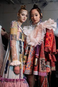 Viktor & Rolf at Couture Spring 2020 - Backstage Runway Photos Fashion 2020, Look Fashion, Fashion Details, Fashion Art, Editorial Fashion, Runway Fashion, Fashion Show, Fashion Outfits, Womens Fashion