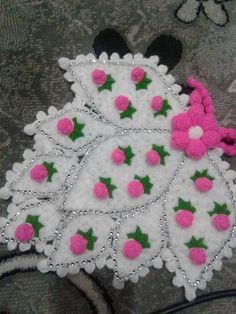 This Pin was discovered by gam Crochet Tablecloth, Crochet Doilies, Crochet Flowers, Crochet Stitches, Knit Crochet, Knitting Patterns, Crochet Patterns, Easter Crochet, Crochet Squares