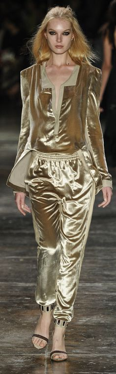 Animale ~ Fashion Week 2012 in Brazil http://daqali.com/fashion/356-animale-2012-35-.html
