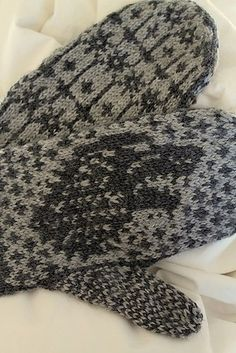 Direwolf Mittens.  Carly Hill.  Knitted mittens.  Free pattern Ravelry.  5 ply x 25g 2 colours  Saved to Evernote/ iBooks.