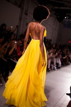 ff6bb873c744 Leanne Marshall Yellow Gown Spring 2018 Leanne Marshall