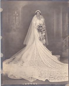 The Longer the More Elegant: 40 Cool Pics of the Brides in Their Very Long Wedding Dresses ~ vintage everyday 1930s Style Wedding Dresses, Long Wedding Dresses, Bridal Dresses, Wedding Styles, Wedding Gowns, Vintage Wedding Photos, Vintage Bridal, Vintage Weddings, Bride Gowns