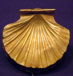 貝殻型の金の器 メルヘンやねー