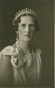 Duchess of Aosta's Diamond Tiara. This diamond tiara, while better known for its Italian roots, began with the Grandmother of Europe, Queen Victoria. She gave the tiara to her eldest daughter, Victoria. Casa Real, Royal Tiaras, Tiaras And Crowns, Royal Crowns, Greek Royalty, Greek Royal Family, Diamond Tiara, Elisabeth, Royal Jewelry