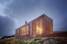 jackson clements burrows architects moonlight cabin victoria australia designboom