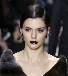 Les piercings asymétriques du défilé Dior