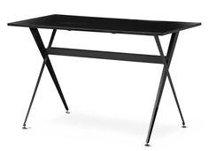 Skrivbord med skiva i melamin och underrede i lackad metall.