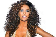 Dicas de penteados para quem tem o cabelo encaracolado ou afro!