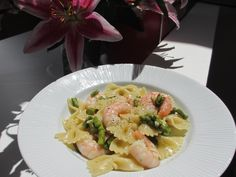 Summer time with king #prawns and fine #asparagus. yum!