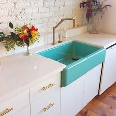 Kitchen Sinks Remodeling White countertops, white cabinets, gold pulls, gold faucet and pop of color farm sink. Aqua teal kitchen sink - Farm sinks are not only great for adding a pastoral touch to any kitchen, they're also extremely functional. Farm Sink, Kitchen Inspirations, House Design, Decor, House, Home Kitchens, Home, Interior, Kitchen Design