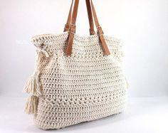 Crochet Bohemian Style Handbag Crochet Boho Tote Bag by Avaneska Crochet Clutch, Crochet Handbags, Crochet Purses, Crochet Blouse, Shopper Bag, Tote Bag, Love Crochet, Hand Crochet, Diy Bags Purses