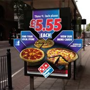 In Britain, Domino's Pizza and Blippar have debuted a new mobile ordering app that lets hungry consumers with smartphones order a pizza directly from billboards Pizza Branding, Augmented Virtual Reality, Digital Projection, Work Meals, Menu Cards, Billboard, Pop Tarts, Mobile App, Snack Recipes