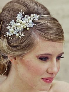 Trendy wedding hairstyles updo with headband headpieces 49 ideas Vintage Wedding Hair, Wedding Hair Flowers, Wedding Hair And Makeup, Flowers In Hair, Vintage Bridal, Bridal Flowers, Flower Hair, Wedding Hairstyles Half Up Half Down, Wedding Hairstyles For Long Hair