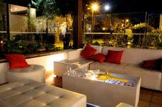 La sala lounge ofrece un ambiente cómodo y cercano para los invitados.  www.fullbodas.com Salas Lounge, Gift Wrapping, Table Decorations, Furniture, Home Decor, Weddings, Centerpieces, Invitations, Gift Wrapping Paper