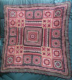 Crochet Bedspread, Crochet Blankets, Crochet Blanket Patterns, Knitting Patterns, Crochet Art, Knit Or Crochet, Mandala Crochet, Crochet Afgans, Crochet Granny
