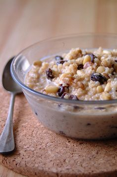 Quinoa breakfast use almond or rice milk instead. Cut the butter. Delicious and healthy high protein breakfast. Quinoa Breakfast, What's For Breakfast, Breakfast Recipes, Breakfast Cereal, Breakfast Porridge, Quinoa Cereal, Healthy Treats, Healthy Recipes, Healthy Food