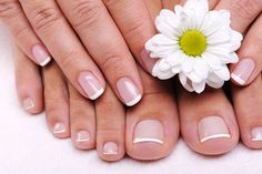 How To Do Your Own French Manicure in 5 Minutes- Natural Nails. Here is a quick and easy way to give your natural nails the french manicure look Best Toenail Fungus Treatment, Toenail Fungus Cure, Fungus Toenails, Nail Treatment, Grow Nails Faster, How To Grow Nails, Bio Sculpture Gel Nails, Nail Oil, Nail Growth