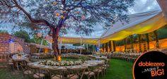 Si quieres celebrar al aire libre, en tu lista de preparativos para una boda no pueden faltar las flores.