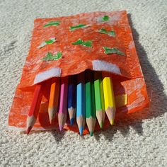DIY Tutorial DIY home crafts / DIY buttons and paint and a Fused Plastic Bag Pencil Case - Bead&Cord Zipper Pencil Case, Diy Pencil Case, Pencil Pouch, Pencil Cases, Plastic Bag Crafts, Plastic Bags, Fused Plastic, Operation Christmas Child, Diy Buttons