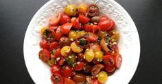 Jamie Oliver Tomatsalat, Jamie Oliver Salat, Den bedste tomatsalat, tomato salad, Mit livs kogebog, tomatsalat med salt, tomatsalat dressing, farverig tomatsalat, den bedste salat, vegetarmad, vegetarsalat, vintersalat, sommersalat, lækker dressing