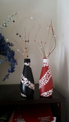 Botellas decoradas con cascara de huevo Diy Bottle, Bottle Art, Bottle Crafts, Bottle Painting, Dot Painting, Christmas Gift Decorations, Christmas Ornaments, Holiday Decor, Mosaic Bottles