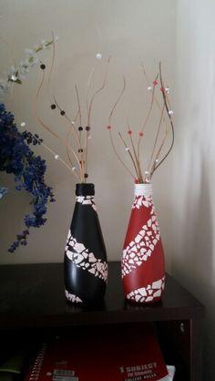 Botellas decoradas con cascara de huevo