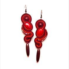 Ehi, ho trovato questa fantastica inserzione di Etsy su https://www.etsy.com/it/listing/167999894/dangle-red-earrings-soutache-bead