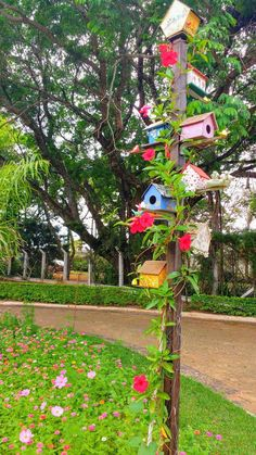 - Best Picture For diy presents For Your Taste You are looking for something, and it is going to te - Garden Crafts, Diy Garden Decor, Garden Projects, Bird Houses Painted, Bird Houses Diy, Bird House Feeder, Bird Feeders, My Secret Garden, Yard Art