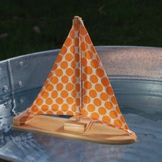 i wish i was a miniature person riding on this little sailboat