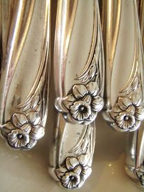 Love vintage sterling flatware with gorgeous floral designs, like these charming daffodils. Silver Spoons, Silver Plate, Silver Table, Silver Trays, Vintage Silver, Antique Silver, Tarnished Silver, Jugendstil Design, Vintage Cutlery