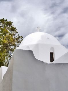 Churches in Ios island A photographic tour of the cycladic aesthetic Mediterranean Homes, Days Of The Year, Archipelago, Greek Islands, Santorini, Outdoor Gear, Greece, Tourism, Ios