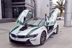 Découvrez la BMW i8 de la police de Dubai, qui complète sa belle et prestigieuse collection de véhicules d'interventions de luxe.