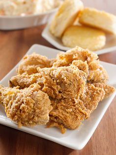 This copycat KFC chicken recipe is one of the best recipes I have found! This copycat KFC chicken recipe is one of the best recipes I have found! Homemade Fried Chicken, Crispy Oven Fried Chicken, Fried Chicken Recipes, Pressure Cooker Fried Chicken, Kentucky Fried Chicken Recipe Baked, Healthy Chicken, Fried Chicken Recipe No Buttermilk, Kentucky Chicken, Crispy Fried Chicken Wings