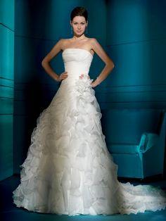 Elegant strapless multilayer organza wedding dress