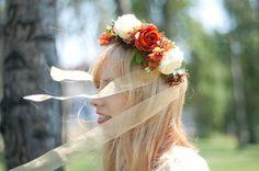 Corona de flores con cinta de organza. por Georgina41 en Etsy