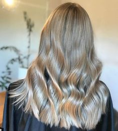 Voluminous and shiny… just the way we like it! #ashblonde #hairstyle #blondehair #haircolor