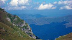 Panorama Muntii Bucegi  25 de poze din frumoasa #Romanie (partea 1).  Vezi mai multe poze pe www.ghiduri-turistice.info  Sursa : pixdaus.com/landscape-bucegi-mountains-romania/items/view/300914/