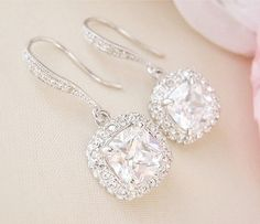 Prefect earrings to complete your wedding dress by weddinginstyle