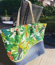 Delphine sur Instagram: Cadeau d anni pour ma poucinette qui voulait ABSOLUMENT un sac de plage comme sa grande sœur ! ☀️🌴 #sacotin #sacôtin…