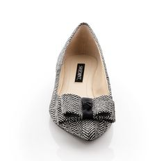 Sophisticated herringbone print on these pointy flats