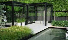 Snygg pergola och härlig trädgård