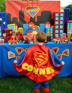 Boxes for Tablescape Superman Birthday Party, Superhero Theme Party, Batman Party, 4th Birthday Parties, Boy Birthday, Birthday Ideas, Bebe 1 An, Birthday Party Centerpieces, 1950s Hairstyles