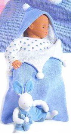 Un sac de couchage bi-colore à tricoter pour bébé. Très joli modèle. Aiguilles : 3 et 4