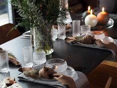 Create a beautiful and festive table decor with candles and linen napkins. Christmas is the time to enjoy the company of your loved ones and express love and care for them. Find high-quality home decor and fashion items to make the holiday season feel extra special and to treat those close to you with pampering gifts. Discover more ideas for the holiday season at Balmuir.