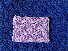 Tutorial punto a m. bassissima e mezza m. Knitting Videos, Crochet Videos, Crochet Stitches Patterns, Stitch Patterns, Clutch Tutorial, Barbie Accessories, Stitch 2, Throw Pillows, Blanket
