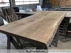 Boomstam tafelblad van 2,2meter! Dit is in iedere afmeting mogelijk. Natuurlijke en robuuste tafel voor in je interieur! #boomstam #tafelblad #tafel #robuust #wonen #woonkamer #woontrends #living #home #furniture #oak #eikenhout #liveedge #kantoor #horeca #inspiratie #trends