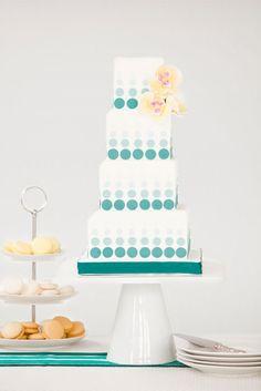 gorgeous patterned cake---it kind of looks like necco wafers on the cake. Dot Cakes, Fondant Cakes, Cupcake Cakes, Blue Cakes, Ombre Cake, Gorgeous Cakes, Pretty Cakes, Cake Original, Luxury Wedding Cake