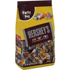 Hershey's Miniatures Assortment, Bag (Pack of Please read before making a purchase. Detail : Hershey's Miniatures Assortment, Bag (Pack of This product imported World Wide so cost make a difference. Hershey Milk Chocolate Bar, Chocolate Snacks, Chocolate Caramels, Chocolate Bars, Chocolate Shop, Cadbury Chocolate, Chocolate Peanuts, Chocolate Lovers, Melting Chocolate