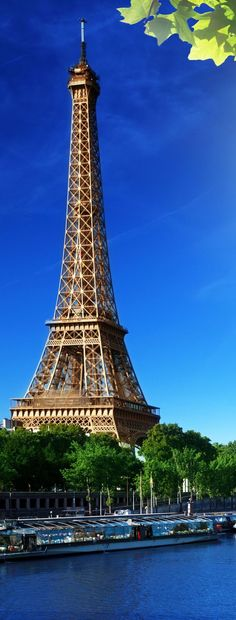 Eiffel Tower, Paris. France | Amazing Photography Of Cities and Famous Landmarks From Around The World